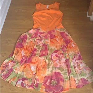 Klozlyne Size Small Orange and Multi-Colored Dress